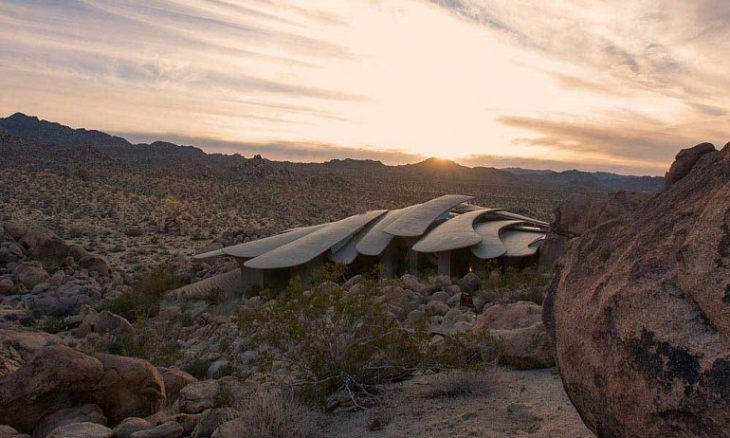 dom v pustyne