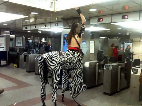 40 фото самых странных людей в метро