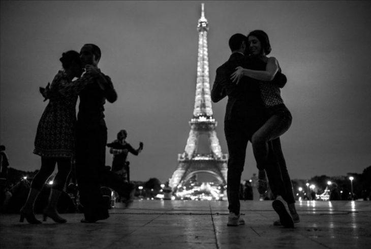 Париж - город любви: 60 чёрно-белых чувственных снимков
