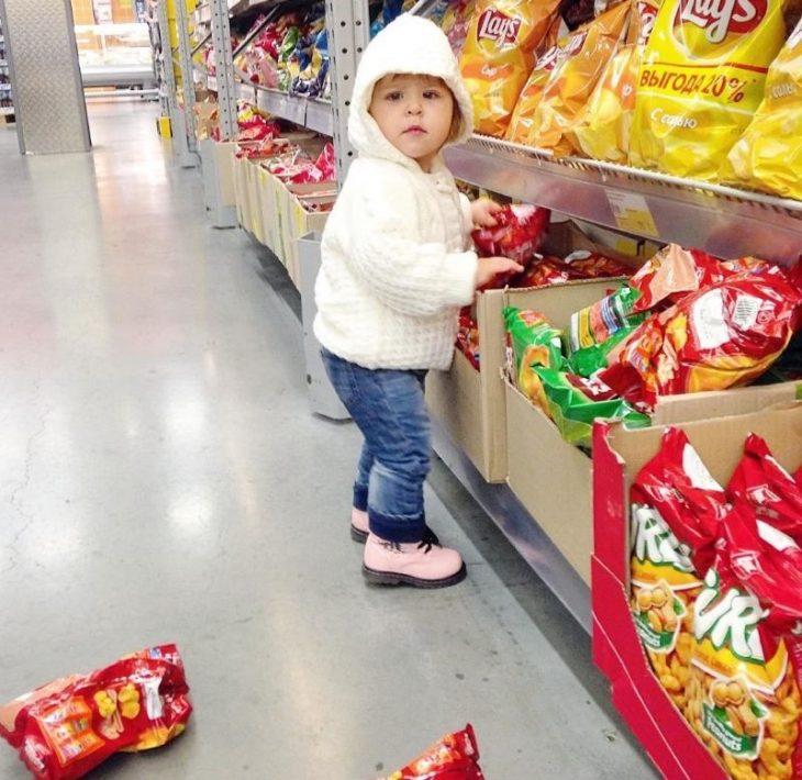 45 забавных фото детей в магазине