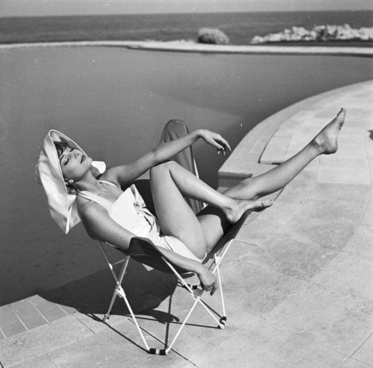 Audrey Hepburn zvozdy zolotoy ery Gollivuda v bikini