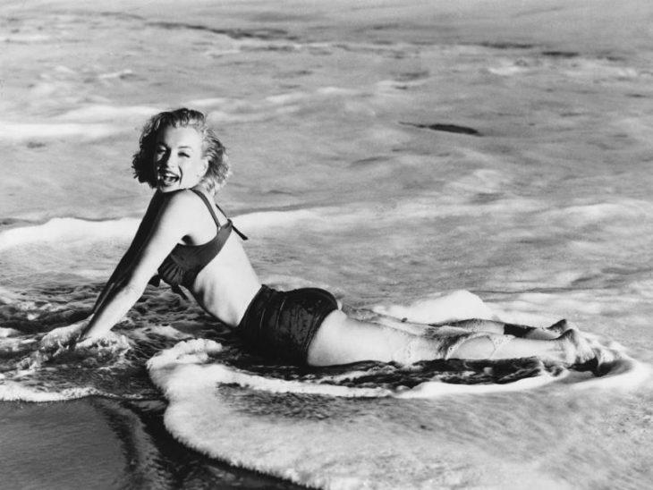 Marilyn Monroe zvozdy zolotoy ery Gollivuda v bikini