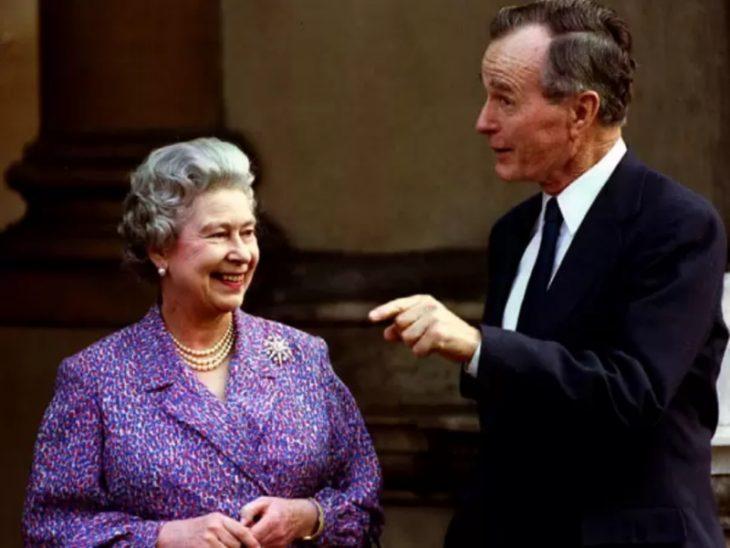 Yelizaveta II i Dzhordzh Bush starshiy