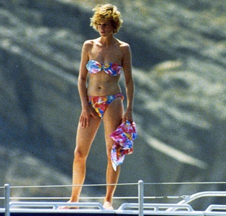 Printsessa Diana v kupal'nike