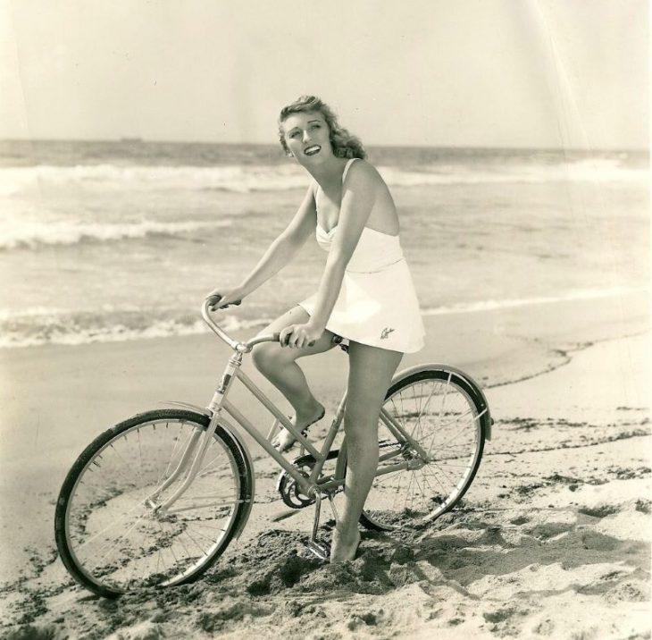 Muriel Angelus_retro foto znamenitosti na velosipedakh